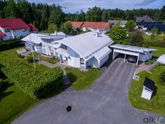 Upea talo on arkkitehti Juha Paldaniuksen suunittelema.