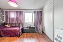 Makuuhuone, jossa vaatehuone