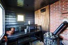 Tunnelmallinen, hyvät löylyt tarjoava sauna.