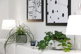 Pitkälle olohuoneen seinustalle voit kerätä oman sisustustavarasi