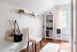 Yläkerran makuuhuone 3/pukeutumishuone