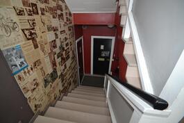 molemmissa päissä taloa on portaikko