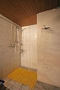 Suihkunurkkaus saunassa