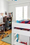 Makuuhuone 4 (yläkerrassa)