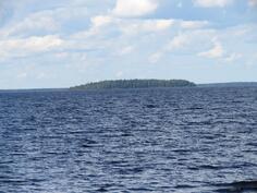 Lähin saari, etäisyyttä n. 6 km