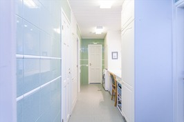 Kodinhoitohuoneen läpi saunaan ja ph