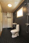 Kuva valmistuneesta ja myydystä asunnosta. Kylpyhuone.