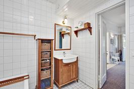Kylpyhuone (1.krs)