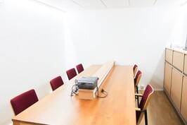 Väestönsuoja n.. 20 m2 neuvottelutilakäytössä