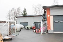 ..sekä n. 90 m2 kylmä varasto isoilla nosto-ovilla.