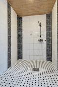 kylpyhuoneessa myös hyvin tilaa