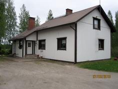 Talo pihasta sisäänkäynnille