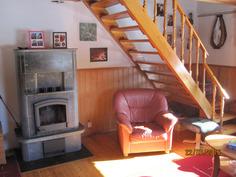 Olohuone-takka-yläkerran portaat