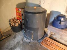 Vesipata piharakennuksen pesuhuoneessa
