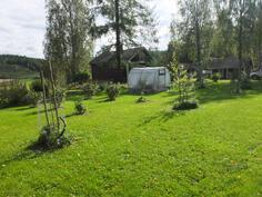 Isolla tontilla on tilaa temmeltää ja toteuttaa oma puutarhaunelmansa
