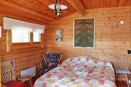 makuuhuone saunarakennuksessa