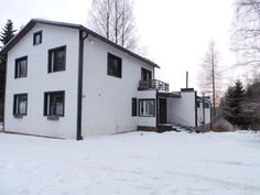 Tilava maalämmityksellä varustettu omakotitalo Evijärven keskustassa.