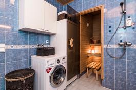 Pesuhuoneessa on tilaa myös kodinhoidolle ja...