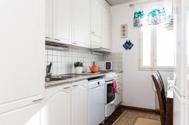 Valkoinen keittiö on alkuperäisenäkin ajaton.