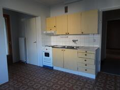 pienemmän asunnon keittiö
