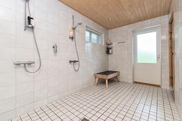 Kylpyhuone/wc (alakerta)