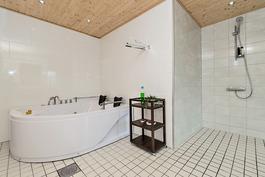 Poreamme kylpyhuonessa (alakerta)