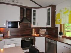 ... näyttävästä keittiöstä, jossa myös mainio ...