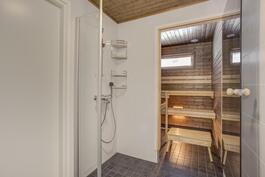 *Yläkerran saunaosasto