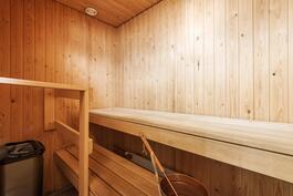 Oma tilava sauna, jota et vanhemmista taloista löydä