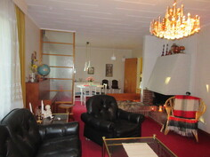 Talon erikoispiirteinä ovat mm. Preussin punaiset kokolattiamatot ja tunnelmallinen avotakka kiinteällä takanvierusistuttavalla!
