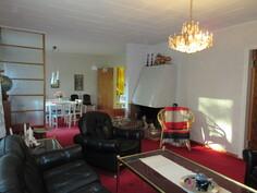 Talon Preussin punaiset kokolattiamatot korostavat mainiosti tämän talon erikoislaatuisuutta!