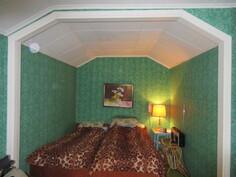 ... tässä makuuhuoneessa on myös iso alkovi!