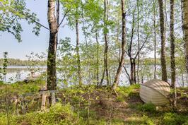 Leppälammin rantaa, jossa venepaikka ja laituri