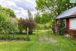 Suojainen sijainti, vehreä puutarhapiha