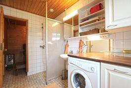 Kylpyhuoneen yhteydessä kodinhoitotila