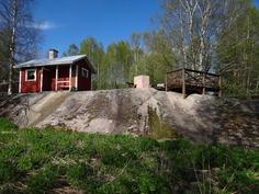 Sauna jämäkästi kalliolla