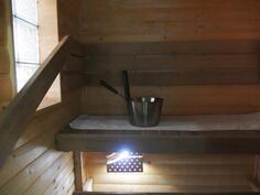 Söpö sauna, lasitiili ikkunalla