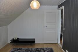 Makuuhuone 2 / yläkerta