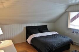 Makuuhuone 1 / yläkerta