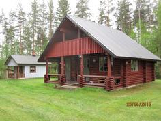 Päärakennus ja taaempana sauna