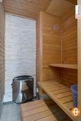 Kaunis, tunnelmallinen sauna.