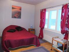 Myös makuuhuoneen pinnat on uusittu v. 2006