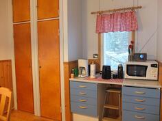 Keittiön ikkunat ovat kahteen suuntaan.