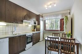 Keittiö ja kodinkoneet uusittu 2012 - Köket och hushållsmaskinerna förnyade 2012