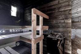 Tunnelmallinen ikkunallinen sauna