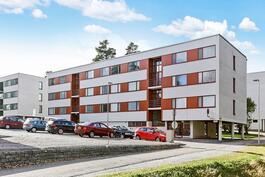 Taloyhtiössä viimeksi uusittu ikkunat ja parvekeovet/ Fönstren o. balkongsdörrarna blivit förnyade.
