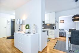 Olohuone yhdistyy keittiöön ja ruokailutilaan