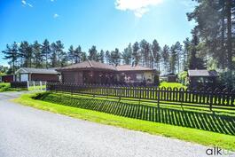 Ihastuttava koti rauhallisella sijainnilla Jäälissä odottaa uusia asukkaitaan!