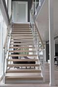 Lasikaiteelliset portaat