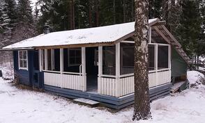 Ulkorakennus jossa myös sauna